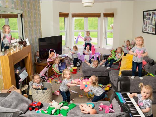 Cosa fa una bambina di 2 anniin 5 minuti? La foto in time-lapse