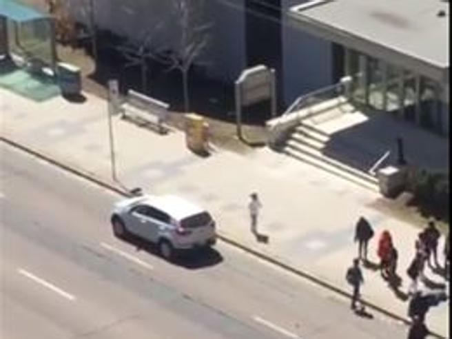 Canada, furgone travolge pedoni a Toronto: «10 morti e 16 fe