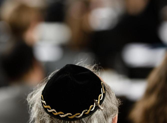 L'avviso agli ebrei tedeschi: «Togliete la kippah in città»