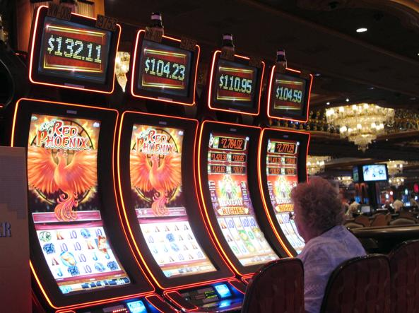 How the mafia controls betting and rigs slot machines - Corriere.it
