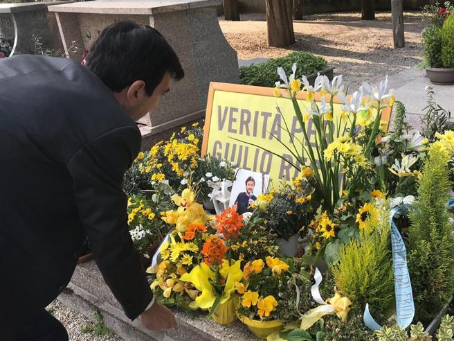 La mamma di Regeni contro Martina: niente foto sulla  tombaIl segretario Pd: «Chiedo scusa»