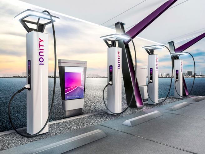 Auto elettriche, le case si alleano per estendere la rete di ricarica europea