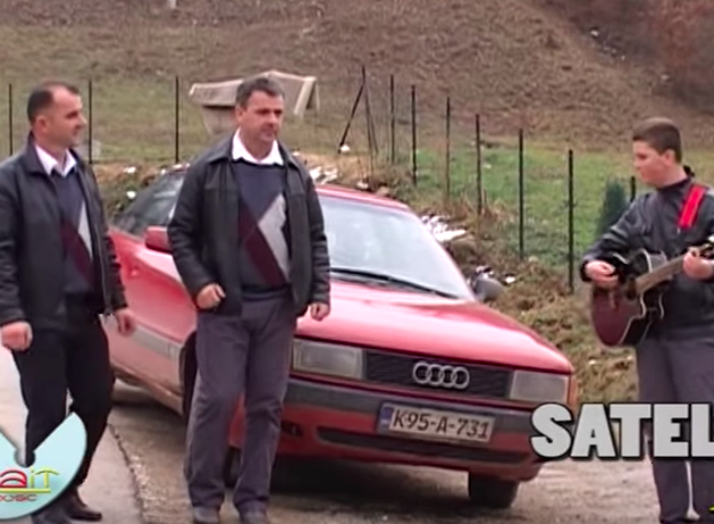 Audi, Golf, Lada... Quando gli spot per l'autosono così trash da far impazzire il web