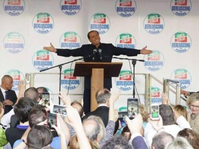 """Berlusconi attacca i 5 Stelleed evoca Hitler: """"Grande pericolo, come per gli ebrei"""""""
