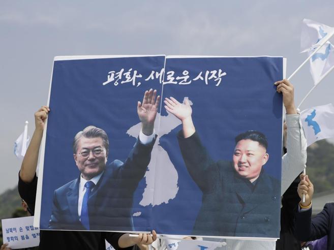 Kim  arriva a Sud, via al vertice show delle due Coree Foto