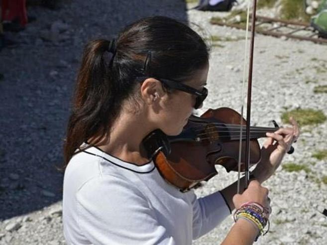 Elena, la violinista che molla tutto per  gestire il rifugio sul Grignone
