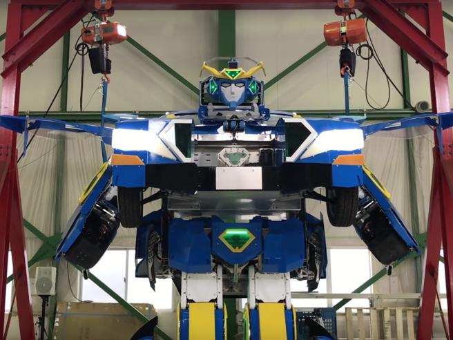 Ecco il vero robot Transformer che si trasforma in una vettura sportiva