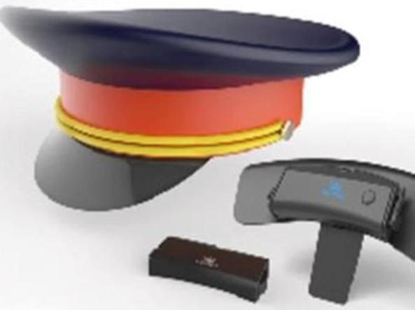 Cappello con elettrodi per i lavoratori Così la Cina migliora il ... 8c25a5275bee