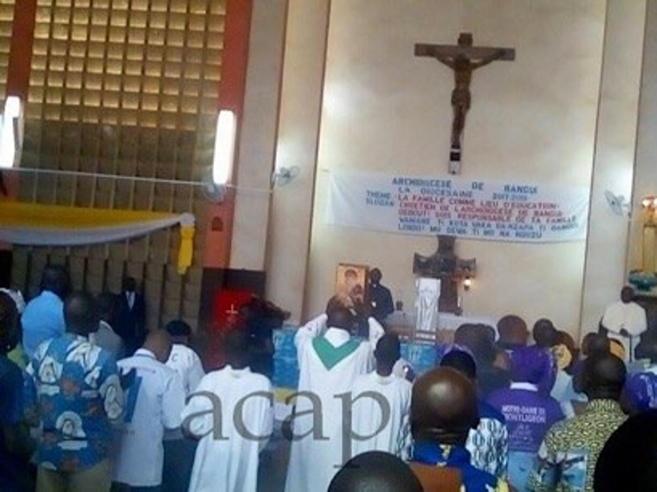 Attacco con granate contro chiesa cattolica a Bangui: 16 morti