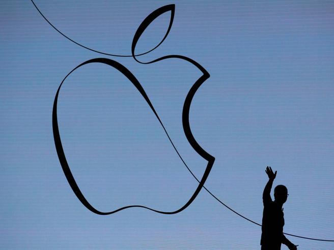 Apple, trimestrale sopra le attese E Cook elogia la riforma di Trump
