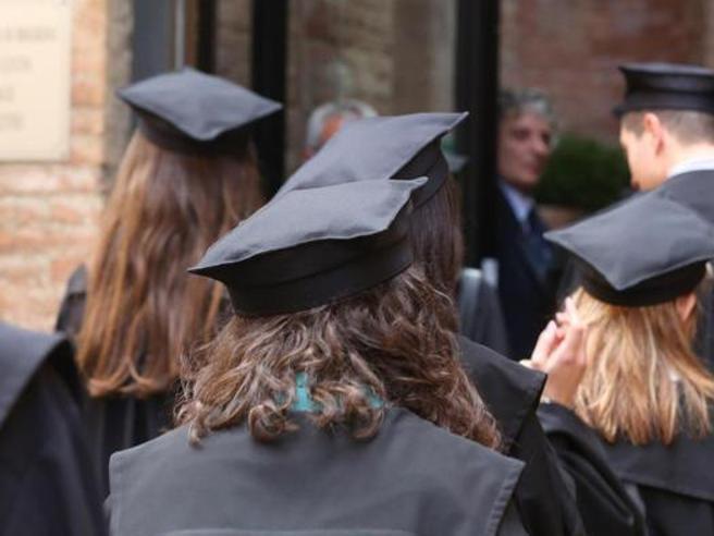 Dopo 16 anni scopre che il voto di laurea è errato:   denuncia l'Università
