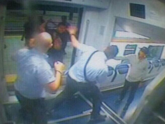 Lecco: migranti in treno senza biglietto, in una decina  prendono a calci e pugni un poliziotto