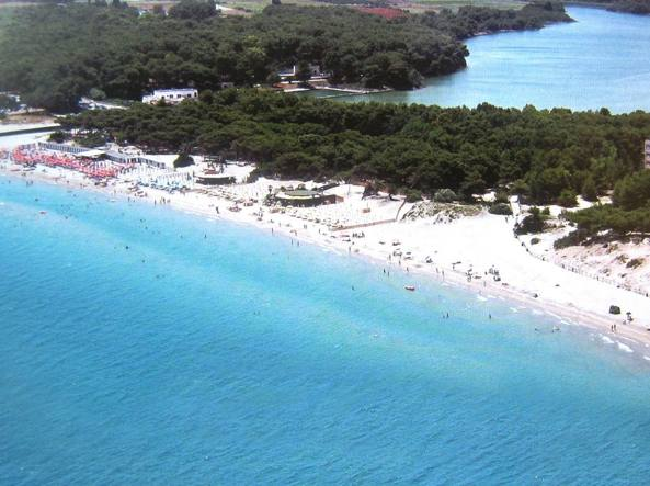 Una delle quattro spiagge di Otranto con Bandiera blu (Ansa)