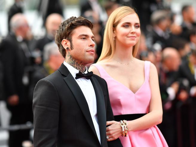 Chiara Ferragni in rosa a Cannes, sul red carpet con Fedez dopo aver festeggiato la festa della mamma