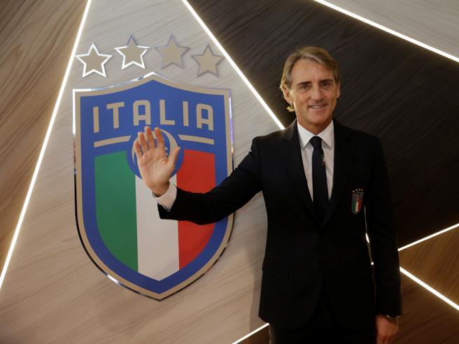 Mancini sbarca in azzurro: «Sentirò Balotelli e penso che lo chiamerò»