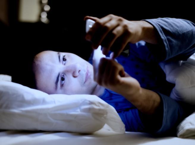 Niente smartphone dopo le 10 di seraAumenta il rischio di depressione