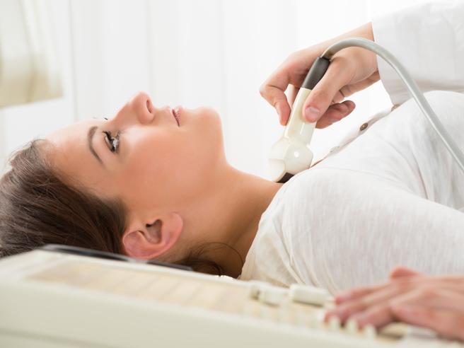 Tiroide: come capire se funziona malee come evitarlo I sintomi e le cure