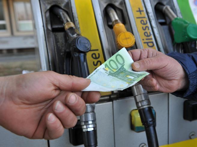 Perché in Italia la benzina è così cara