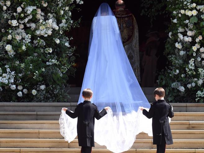 Meghan Markle, l'indizio sul futuro (e le differenze da Kate Middleton) nascosto nel velo