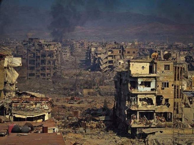 Siria, centinaia di miliziani dell'Isis evacuati da Yarmuk