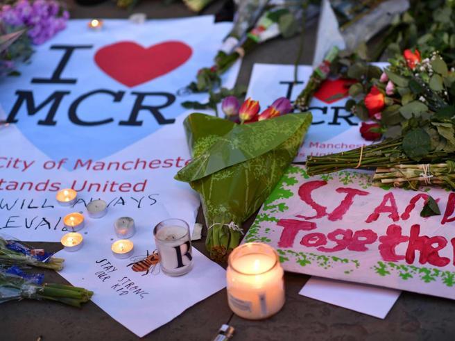 «Mi manca il tuo sorriso»:   lettera al fidanzato morto nella strage di Manchester