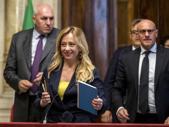 Conte: stiamo lavorando sul governoSalvini: no a un ministr