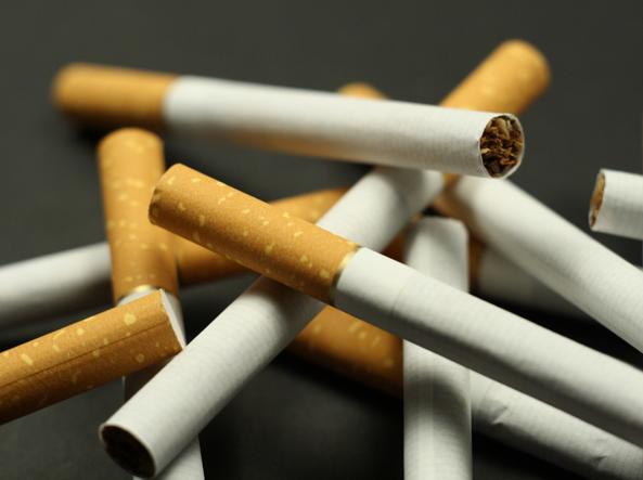 effetti di uscire con un fumatore incontri gay incontro i suoi amici