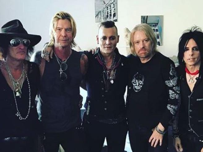 Johnny Depp, le nuove foto con la band rassicurano i fan