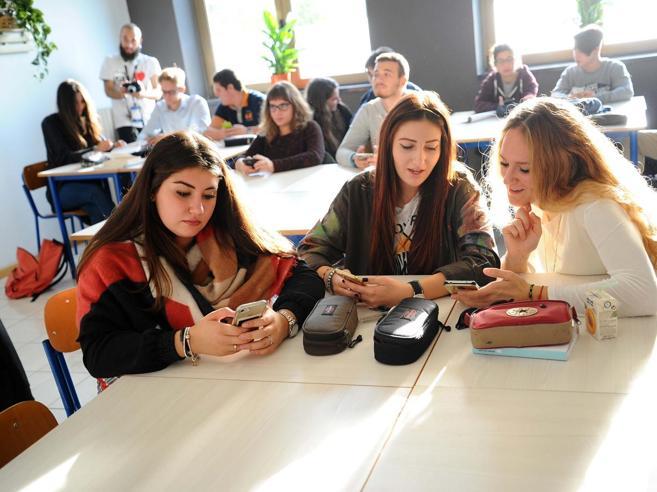 Smartphonevietati in classeLa propostain Parlamento