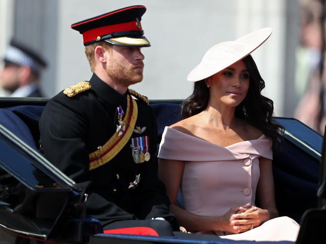 Kate e Meghan protagoniste alla festa della regina Elisabetta: parata a Londra