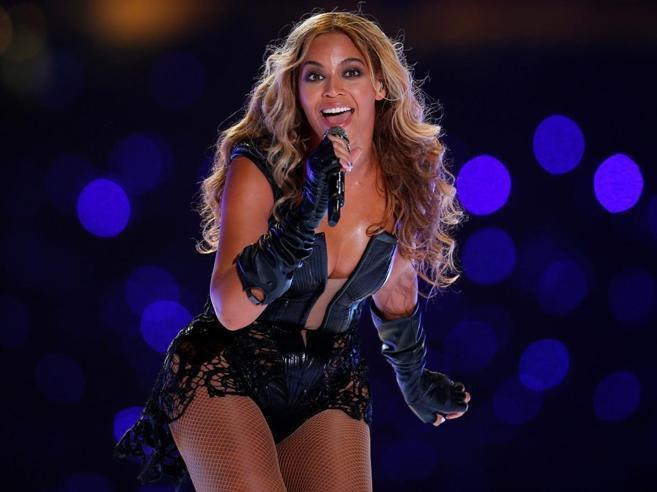 Beyoncé, l'attacco di Germaine Greer: «Perché sei sempre seminuda?»