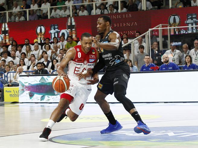 Basket, finali scudetto: Trento batte Milano 72-65, serie riaperta