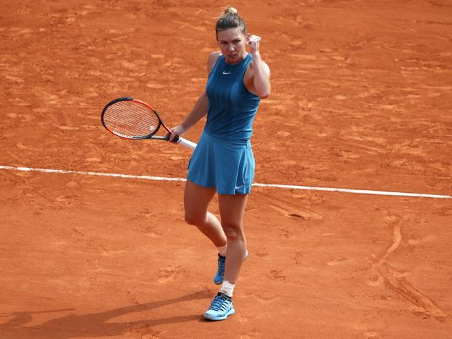 Roland Garros, vince Halep: Stephens domata in tre set
