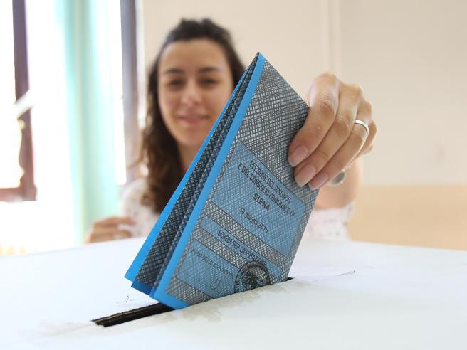Elezioni comunali,   alle ore 19 l'affluenza è intorno al 40%Guida al voto città per città