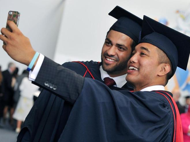 «Niente selfiecon le lauree»Allarme per boom  di falsi certificati