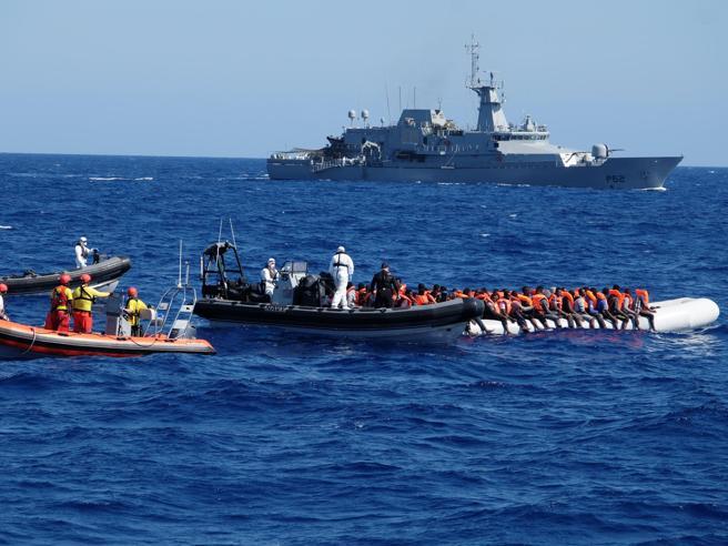 Migranti, Salvini: «Chiusi i porti italiani, la nave Aquarius non può attraccare»
