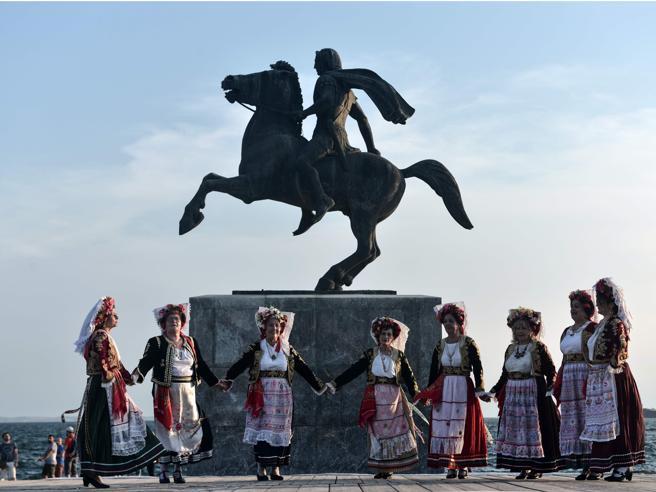 Skopje trova l'accordo con la Grecia sul nuovo nome: «Repubblica della Macedonia del Nord»
