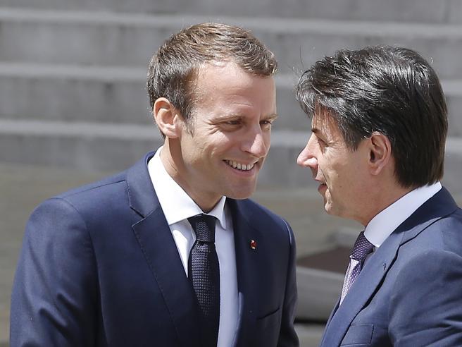 Conte incontra Macron a Parigi. Convergenza su euro e migranti: hotspot nei Paesi d'origine per bloccare le partenze