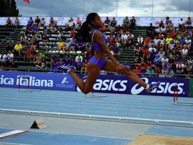 atterra a 6,38 nel lungo, a 15 anni salta meglio della mamma Fiona May