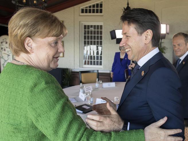 Merkel attende Conte E cerca un'intesa sui profughi