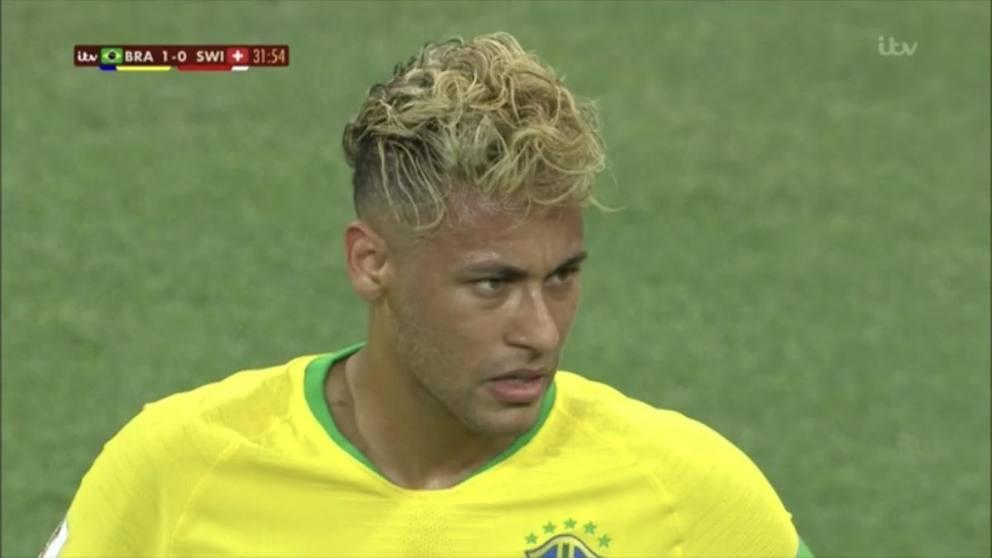 Brasile,Svizzera è finita 1 a 1, ma ad attirare l\u0027attenzione del popolo  della Rete è stato in particolare un dettaglio. I capelli di Neymar.