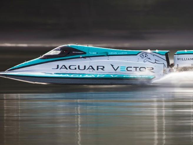 La barca elettrica più veloce del mondo: raggiunge 142 chilometri orari (76,9 nodi)