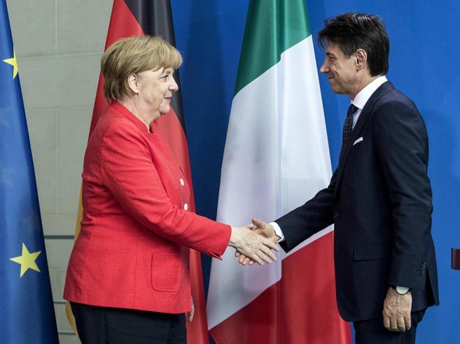 Merkel a Conte: «Aiuteremo l'Italia sui migranti»Il piano: