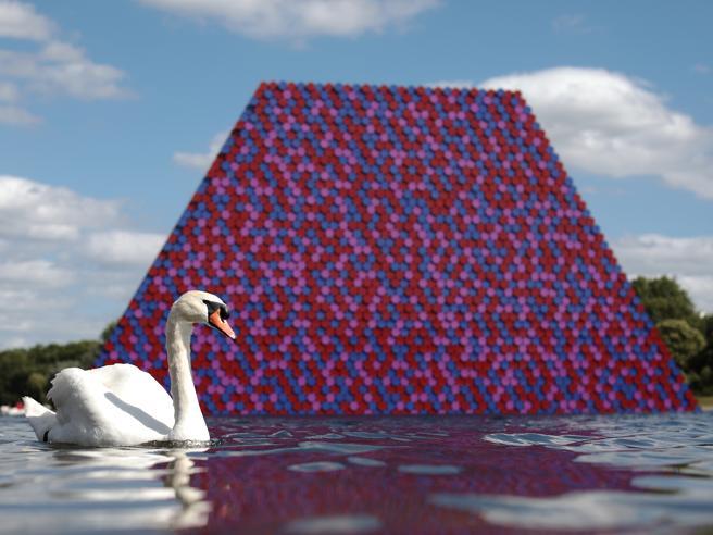 «Mastaba», ecco la nuova opera galleggiante di Christo foto