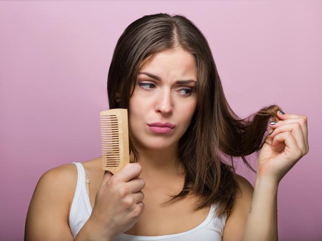 Caduta di capelli (non da farmaci): 12 cose per limitare il fenomeno