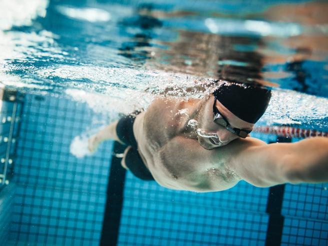 Le lenti a contatto si possono usare in piscina?