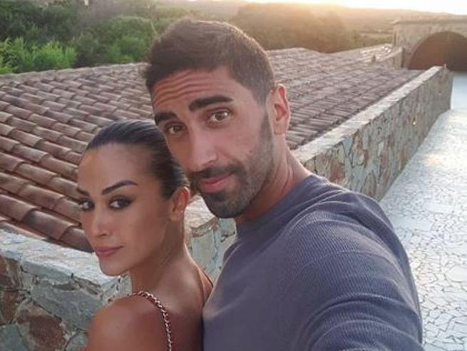 Filippo Magnini e Giorgia Palmas: «Ci sposiamo, il matrimonio sarà sulla spiaggia in Sardegna»