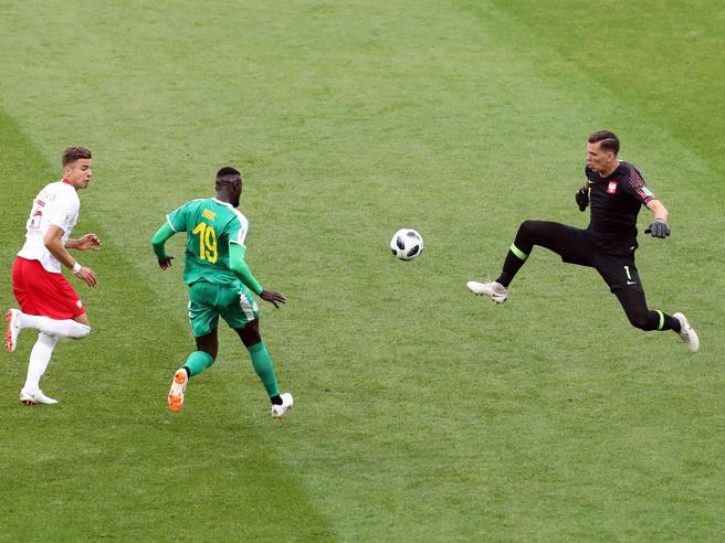 Russia 2018, Polonia-Senegal: l'erroraccio della difesa, l'uscita disperata di Szczesny e il gol di Niang
