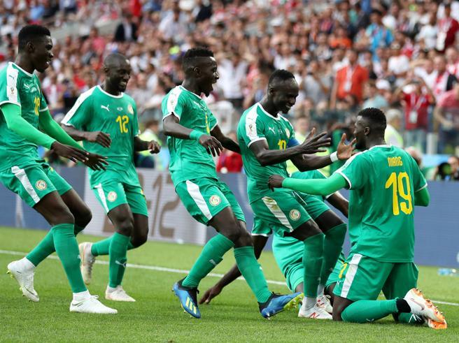 Mondiali 2018, Polonia-Senegal 1-2: prima un autogol poi il pasticcio di Szczesny punito da Niang