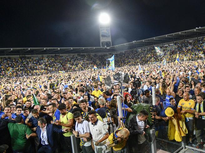 Frosinone-Palermo: due turni a porte chiuse per i ciociari, niente 0-3 a tavolino